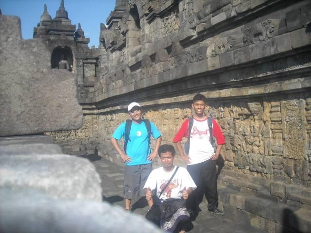 selfie borobudur , Gama Fatul, dan Fauzi